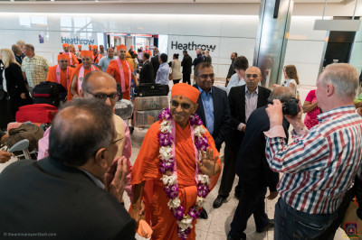 His Divine Holiness Acharya Swamishree and Sants arrive at Heathrow
