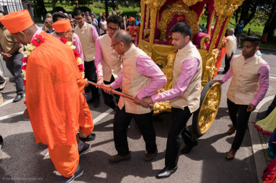 Disciples pull the golden chariot up the hill into the mandir complex