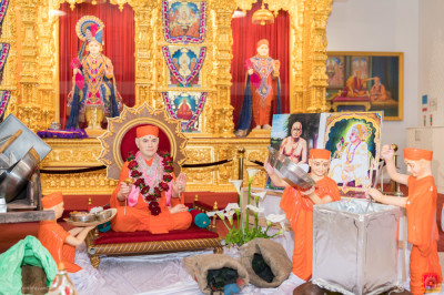 The wonderful scene detailing the history of the establishment of Shree Swaminarayan Mandir Maninagar