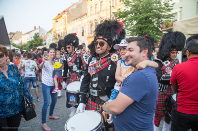 Various selfies, photographs and videos are taken with members of Shree Muktajeevan Swamibapa Pipe Band London at the Sibiu International Theatre Festival