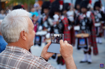 The various performances of Shree Muktajeevan Swamibapa Pipe Band London captured on personal media devices