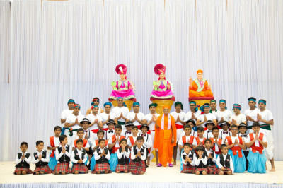 His Divine Holiness Acharya Swamishree blesses disciples who performed devotional dances