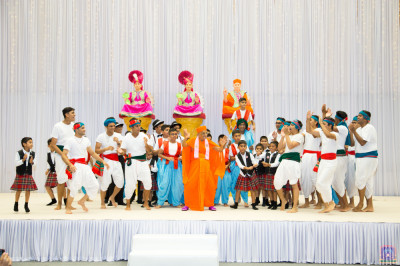 His Divine Holiness Acharya Swamishree dances with disciples as the celebrations conclude