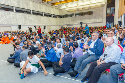 Hundreds of disciples gather to enjoy the evening devotional dance programme
