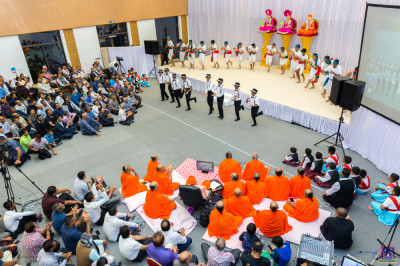 His Divine Holiness Acharya Swamishree, sants and hundreds of disciples enjoy the evening devotional dance programme