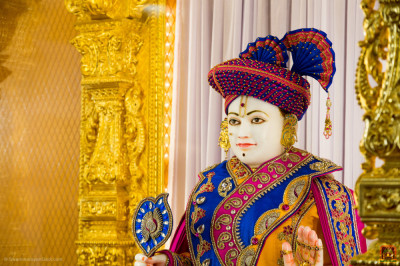 Divine darshan of Lord Shree Swaminarayan at Shree Swaminarayan Mandir Kingsbury