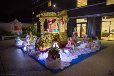 The magnificent scene recreated in the grounds of Shree Swaminarayan Mandir Kingsbury with Lord Shree Swaminarayan seated inside the magnificent golden chariot