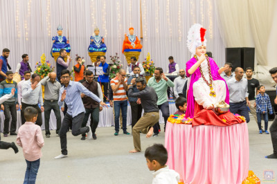 Disciples play raas around the Lord
