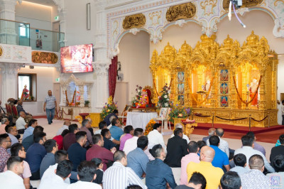 Disciples gather at Shree Swaminarayan Mandir Kingsbury
