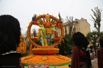 One of the many floats taking part in the festival