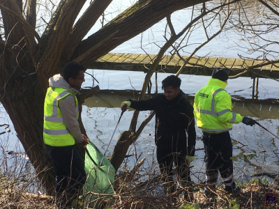 Mandir community rallies to clean up local wildlife habitat around the Welsh Harp area