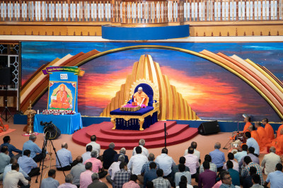 Devotees keenly listen to H.D.H Acharya Swamishree's Divine blessings