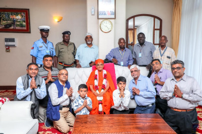 Devotees and the Police escort team pose for a group photo with H.D.H Acharya Swamishree