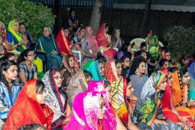 Devotees present for evening congregation