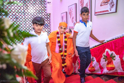 H.D.H Acharya Swamishree being escorted to a Hall in Sai Rock Hotel