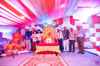 H.D.H Acharya Swamishree blesses the owners of Sai Rock Hotel