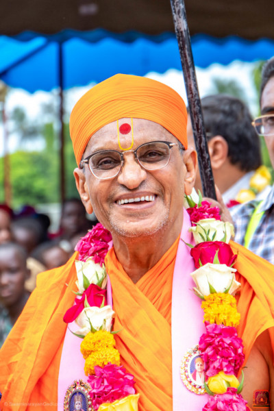 Divine darshan of H.D.H Acharya Swamishree