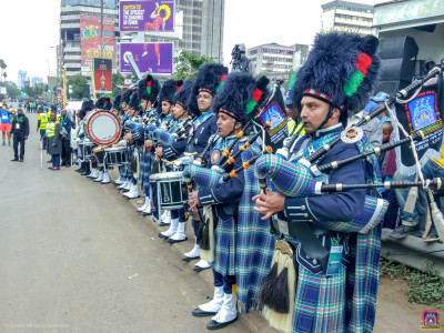 Shree Muktajeevan Swamibapa Pipeband perform at the Standard Chartered Marathon
