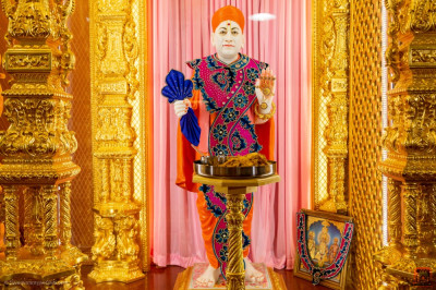Divine darshan of Jeevanpran Shree Muktajeevan Swamibapa dining on evening dinner
