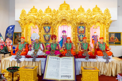 Divine darshan of the Lord and His divine Naad Vansh Guruparampara