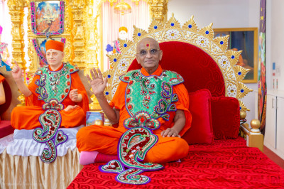His Divine Holiness Acharya Swamishree Maharaj blesses all