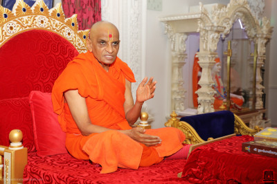 Divine darshan of His Divine Holiness Acharya Swamishree Maharaj