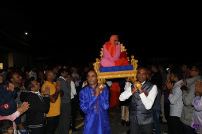 Disciples carry His Divine Holiness Acharya Swamishree Maharaj back into Shree Swaminarayan Mandir Kingsbury at the end of the fireworks display