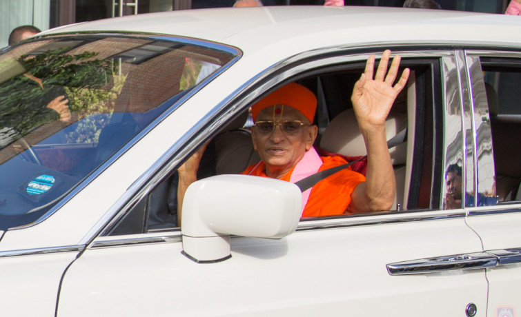 Acharya Swamishree Maharaj Departs UK