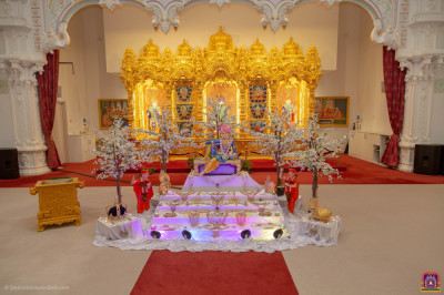The wonderful Dhan teras scene at Shree Swaminarayan Mandir Kingsbury