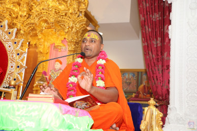 Sant Shiromani Shree Dharmavatsaldasji Swami continues the scripture recital of Shree Purushottam Lilamrut Sukhsagar