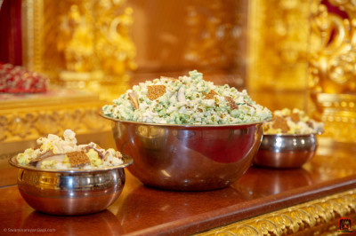 Popcorn, sesame seed snaps and dates are offered to the Lord