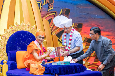 H.D.H Acharya Swamishree blesses the Asian Foundation Chairman Mr. Hasu Devani