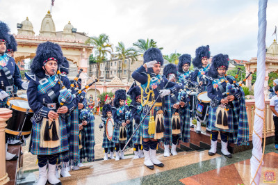 Muktajeevan Swamibapa Pipeband plays the Kenya's National Anthem