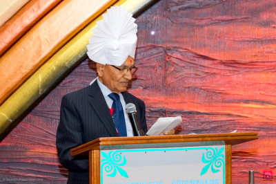 Board Chairman Dr. Manilal Dodhia gives a speech