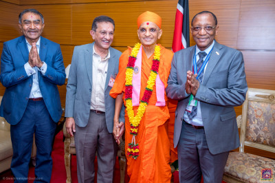 H.D.H Acharya Swamishree blesses the devotees and guest