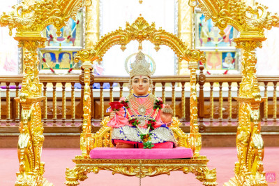 Divine darshan of Lord Shree Swaminarayan on a beautiful cradle