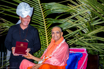 H.D.H Acharya Swamishree blesses a tourist