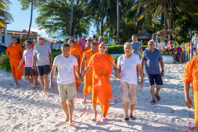 H.D.H Acharya Swamishree being escorted to the ocean