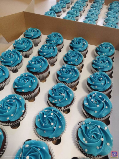 Disciples make cup cakes to donate to NHS staff and care workers