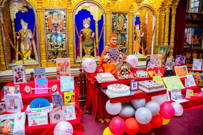 Various birthday cakes and birthday cards offered to H.D.H Acharya Swamishree