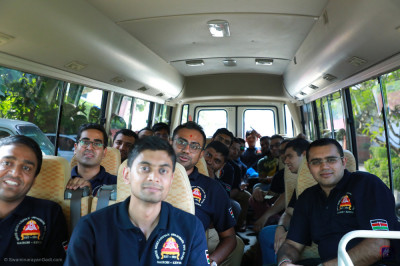 Shree Muktajeevan Swamibapa Pipeband on their way to the cottagern