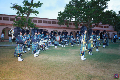 Shree Muktajeevan Swamibapa Pipeband getting ready for the presentation