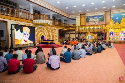 Devotees congregate for evening sabha