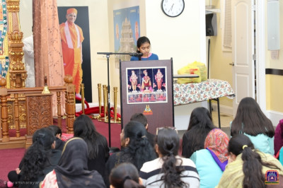 Disciples give a speech about the cultural and spiritual significance of Dhanurmaas and Uttrayan