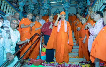 Acharya Swamishree Maharaj's Return to India