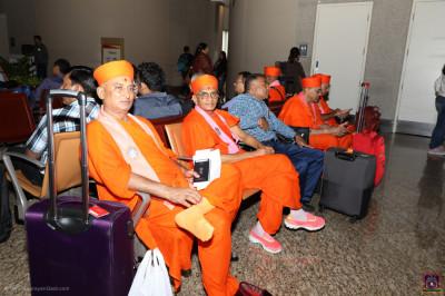 His Divine Holiness Acharya Swamishree, sants and disciples arrive at the airport