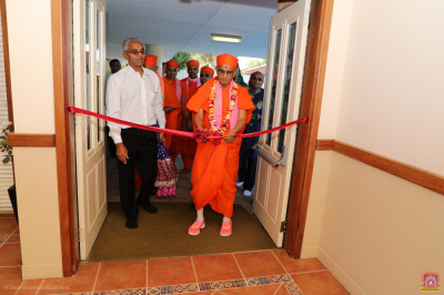 His Divine Holiness Acharya Swamishree cuts the red ribbon officially opening the new Shree Swaminarayan Mandir Perth