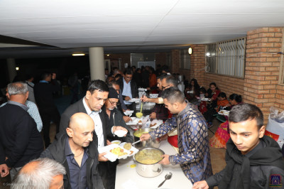 Disciples serve prasad dinner
