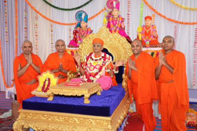His Divine Holiness Acharya Swamishree blesses the sants who look after Bavla mandir and all religious, cultural and charitable activities