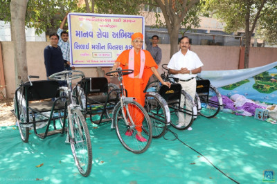 Rickshaws and carts are donated to poor families of Bavla so that they are able to utilise these provisions for earning a living for themselves